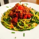 Leckere Low-Carb Zucchini Spaghetti Bolognese mit Znudeln