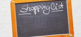Kreidetafel, Einkaufsliste, Holzhintergrund
