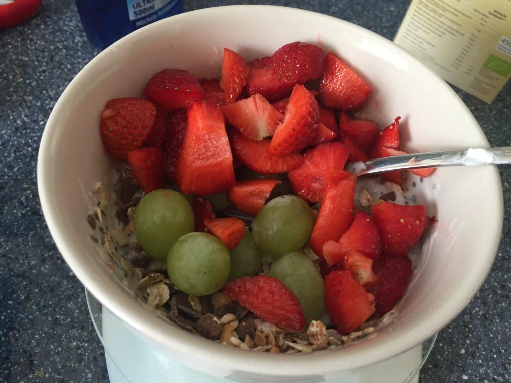 Frühstück Müsli Obst