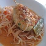Asiatische Spaghetti Hähnchenfrikadelle mit Currykokossoße