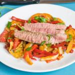 Low-Carb Rindersteak Streifen auf Paprika-Fenchel-Gemüse