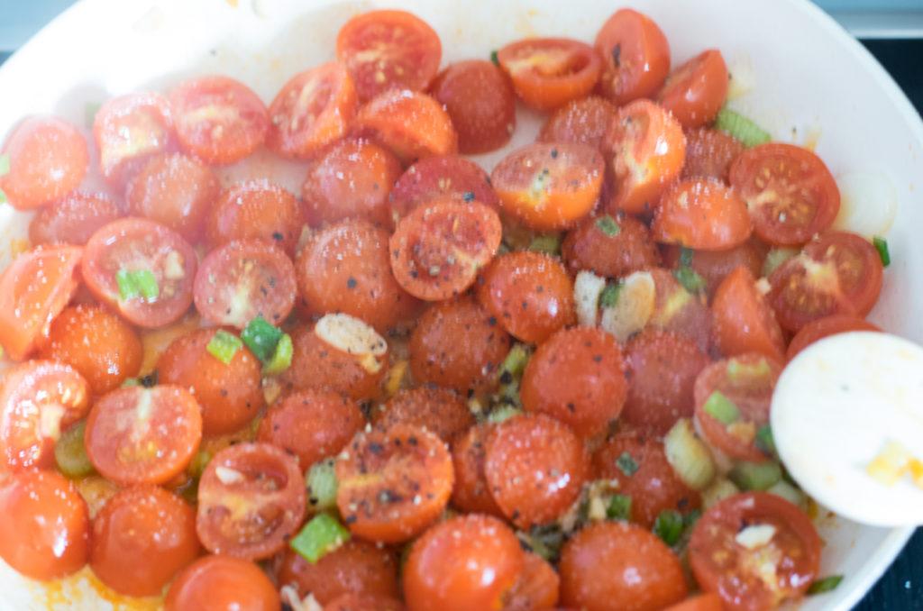 Tomaten zugeben
