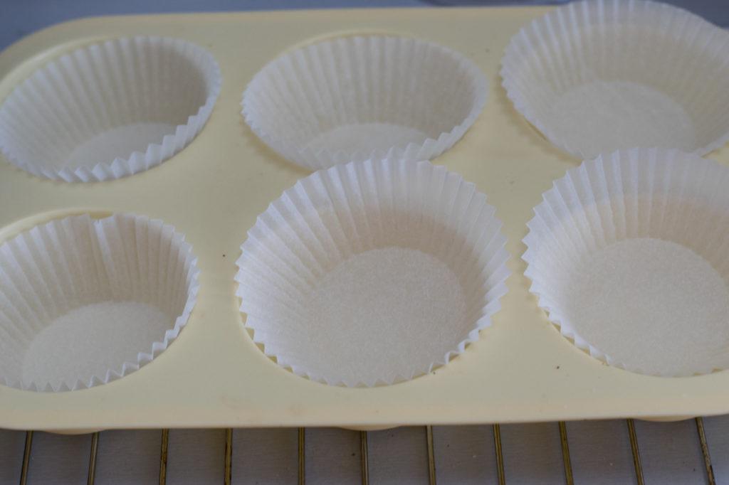Muffinblech auskleiden