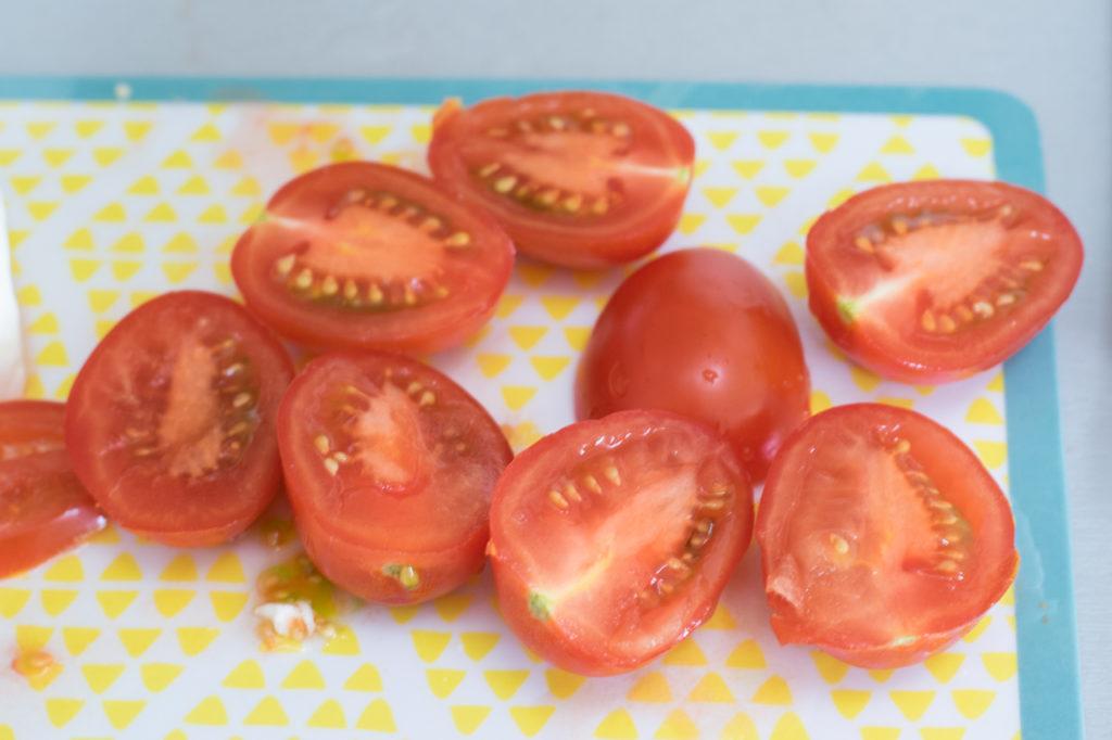 Tomaten halbieren