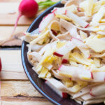 Schneller Low Carb Wurst Käse Salat - so simpel und lecker