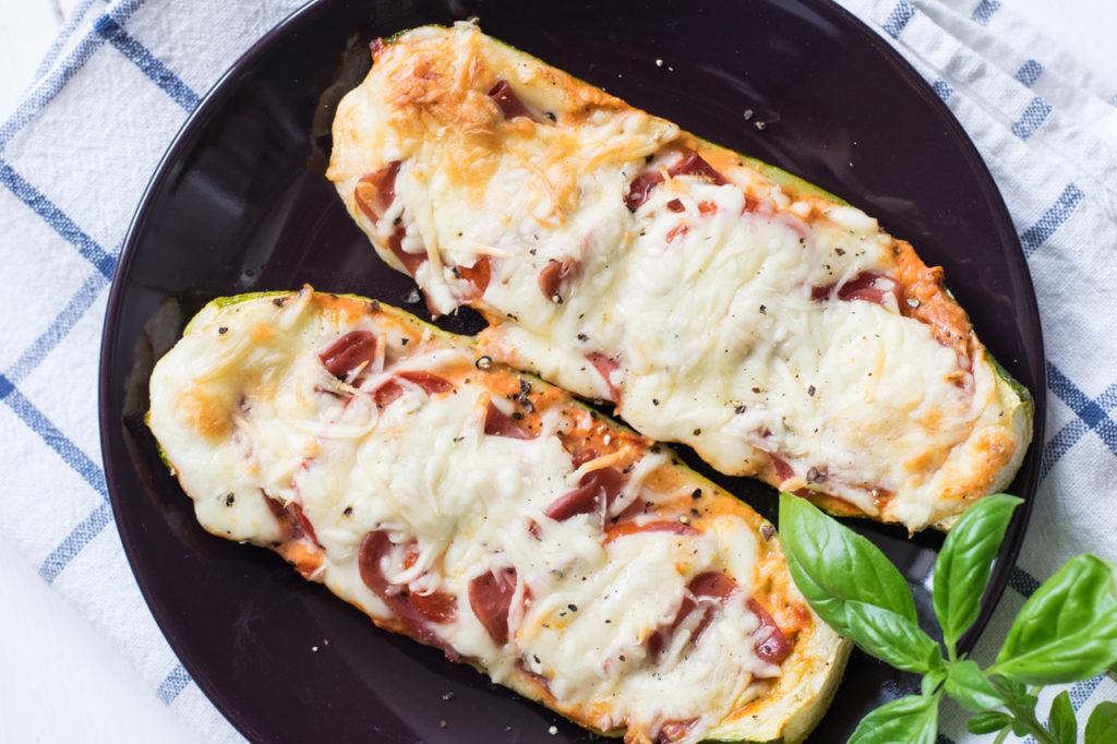 Low Carb Zucchini Schiffchen fertig