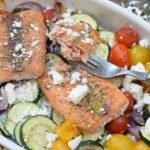 Gebackener Lachs mit mediterranem Ofengemüse - Low Carb