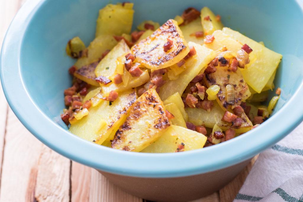 Low Carb Bratkartoffeln servieren