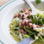 Würzige Low Carb Spaghetti Carbonara (mit Zoodles)
