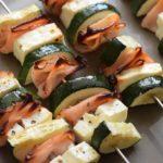Leckere Low Carb Zucchini Feta Grill-Spieße