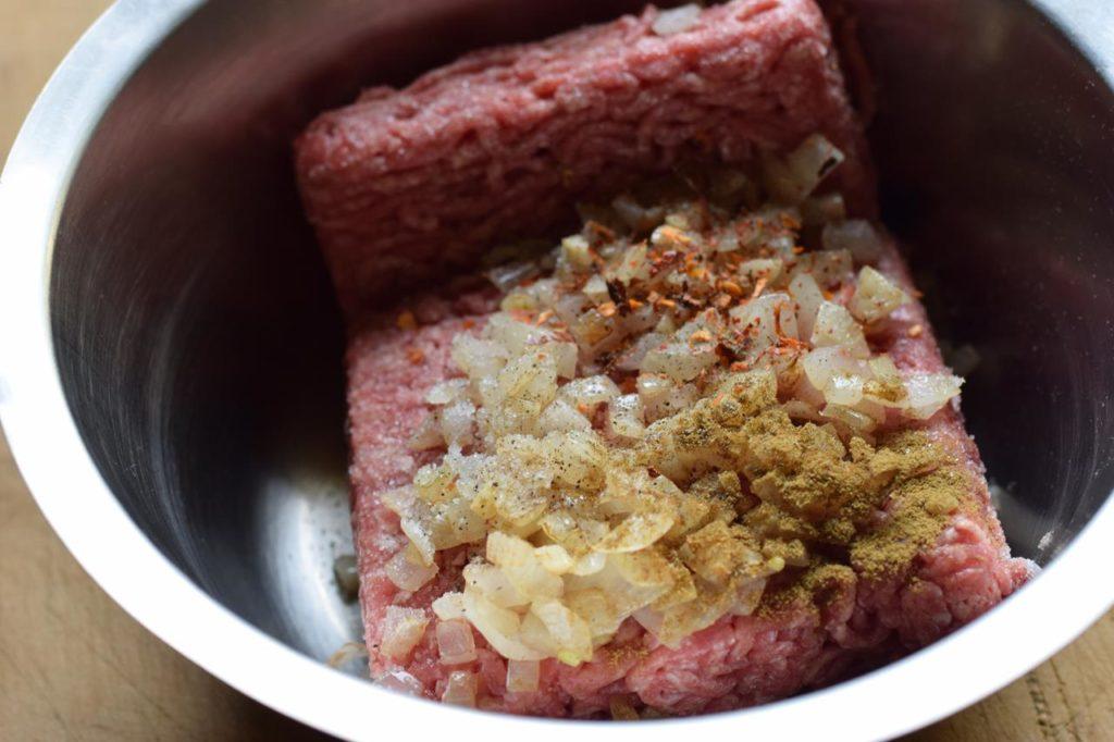 Hachfleischmasse vorbereiten