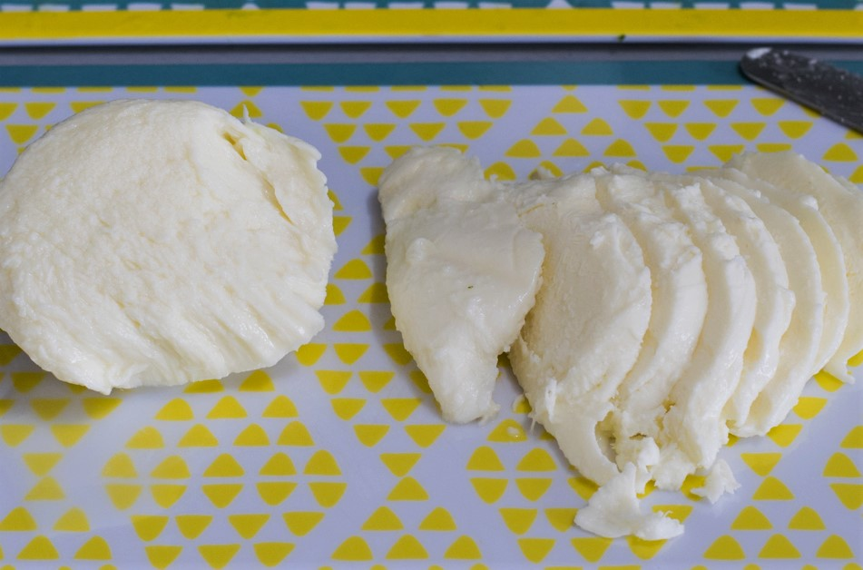 Mozzarella kleinschneiden