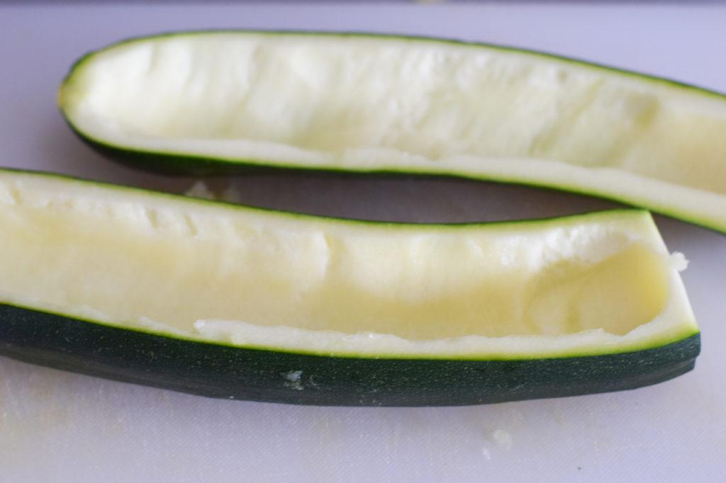 Zucchini auskratzen