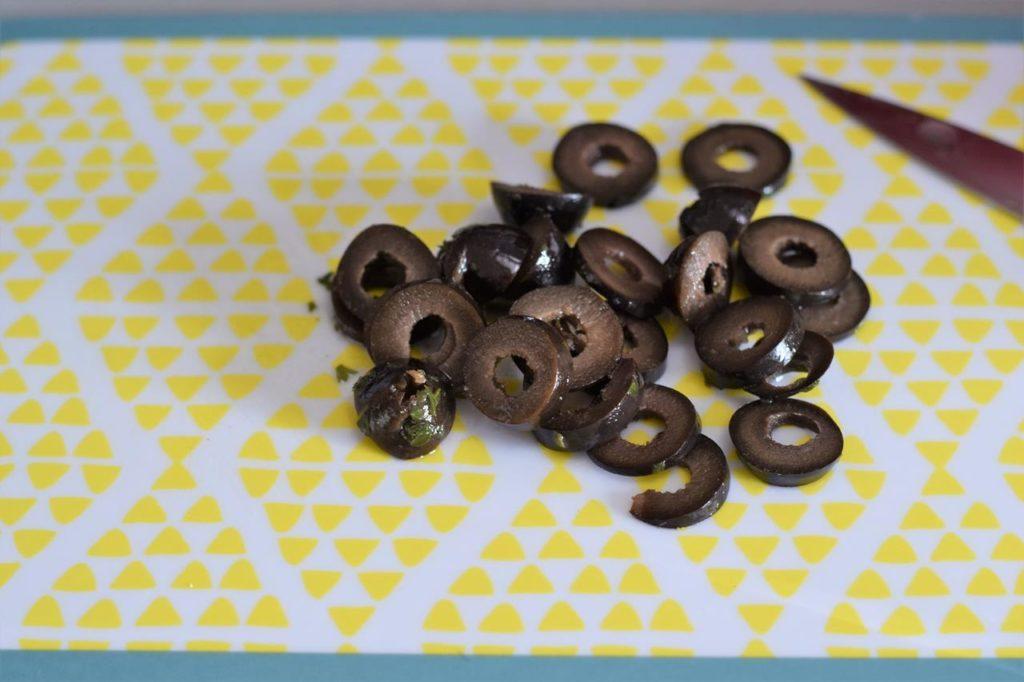 Oliven kleinschneiden