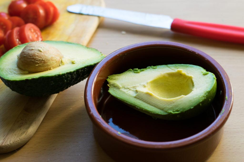 Avocado halbieren