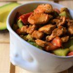 Low Carb Avocado Hähnchen Salat - frisch und lecker