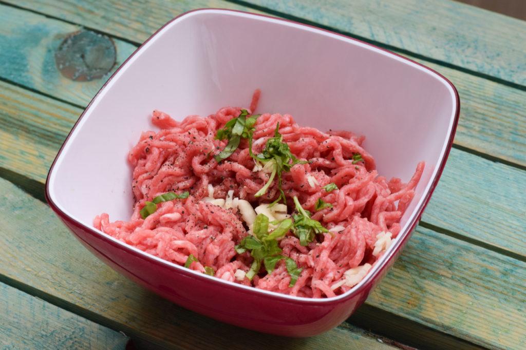 Hackfleisch zubereiten