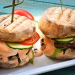 Gegrillter Low Carb Champignon Burger mit Burgersauce