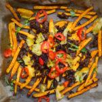 Lecker überbackene Low Carb Chili Cheese Fries