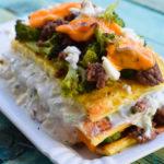 Deftiger Low Carb Tzatziki-Brokkoli-Schichtkuchen mit Feta
