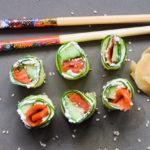 Das einfachste 5-Minuten Low Carb Räucherlachs Sushi ohne Algen