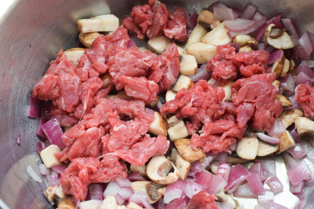 Fleisch dazugeben