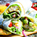Sommerliche Low Carb Curry Chicken Mango Salat Wraps