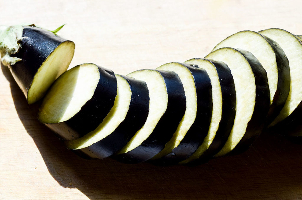 Aubergine schneiden