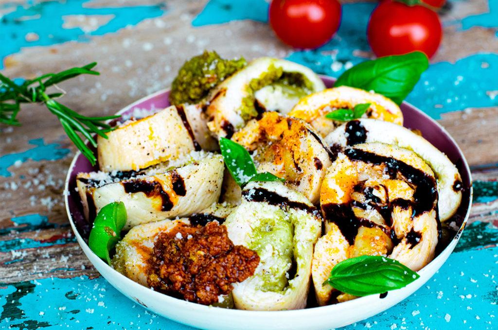 Low Carb Mozzarella Pesto Hähnchen-Röllchen